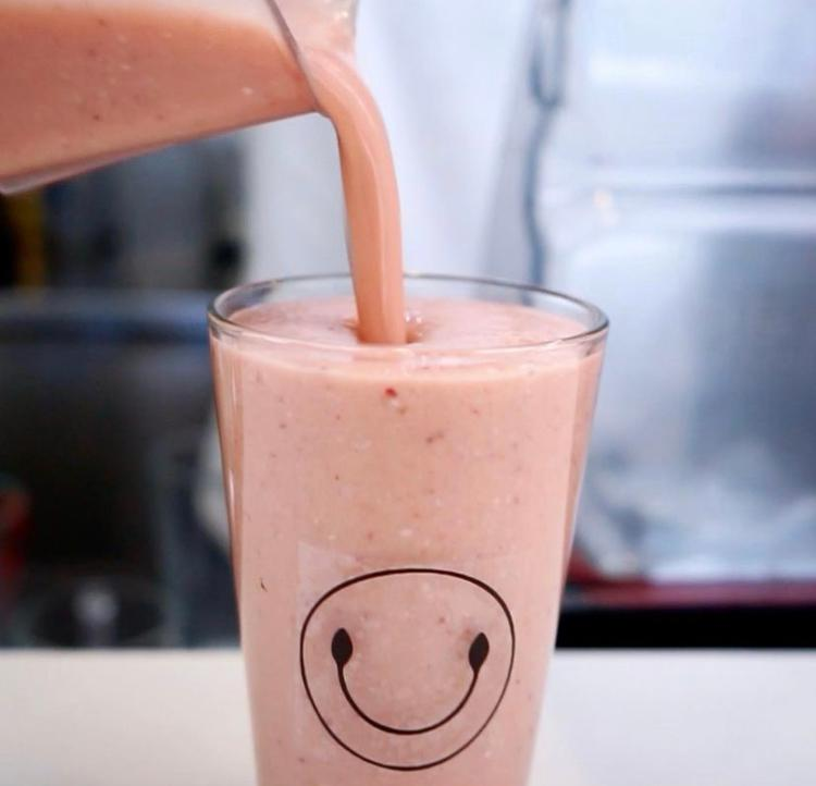 Strawberry Refresher Smoothie ( Strawberries, Cashews, Mint, Lime, Cucumber, Honey Or Maple Syrup & Coconut Water